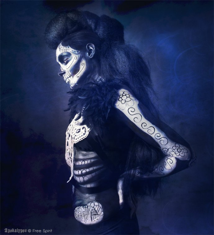 Free Spirit Blue Shadow Apokalypse coiffure afro hair skull bodypainting