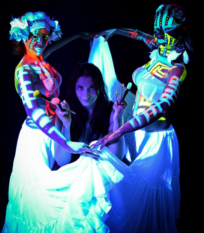 Blue Shadow Fine Art photographer and Creative Director of Free Spirit - Behind the scenes - Blacklight photography bodypainting belly dancers