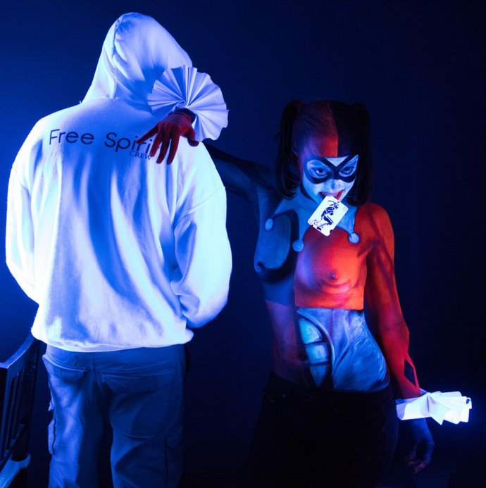Blue Shadow Fine Art photographer and Creative Director of Free Spirit - Behind the scenes - Blacklight photography bodypainting Harley Quinn