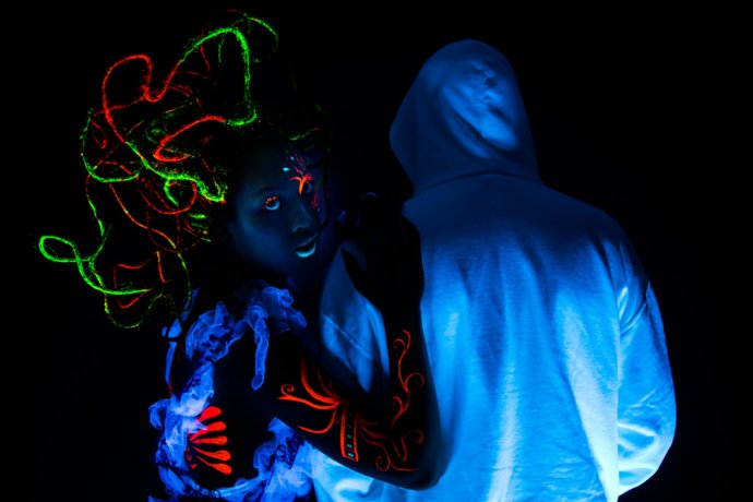 Blue Shadow Fine Art photographer and Creative Director of Free Spirit - Behind the scenes - Blacklight photography bodypainting