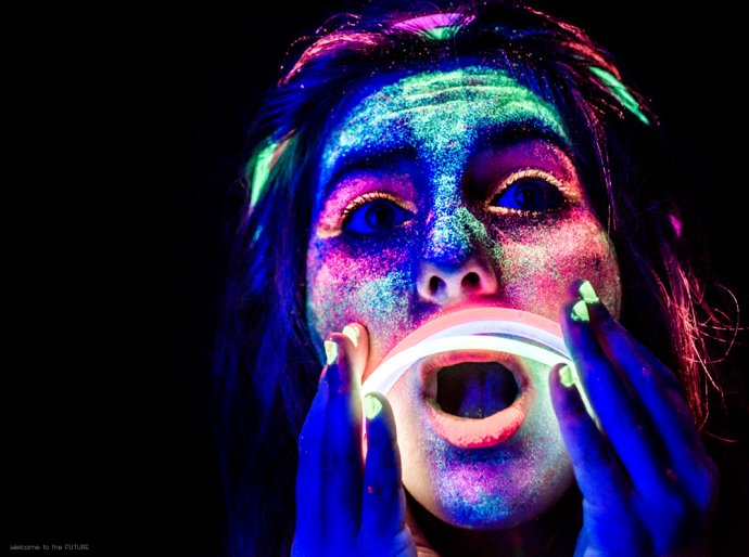 Welcome to the FUTURE project - Blacklight body painting - lumière noire - Bodypainting Photography