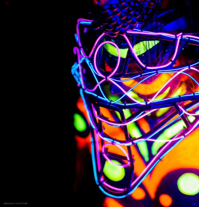 Blue Shadow Fine Art photographer and Creative Director of Free Spirit - Behind the scenes - Blacklight photography bodypainting neon american soccer