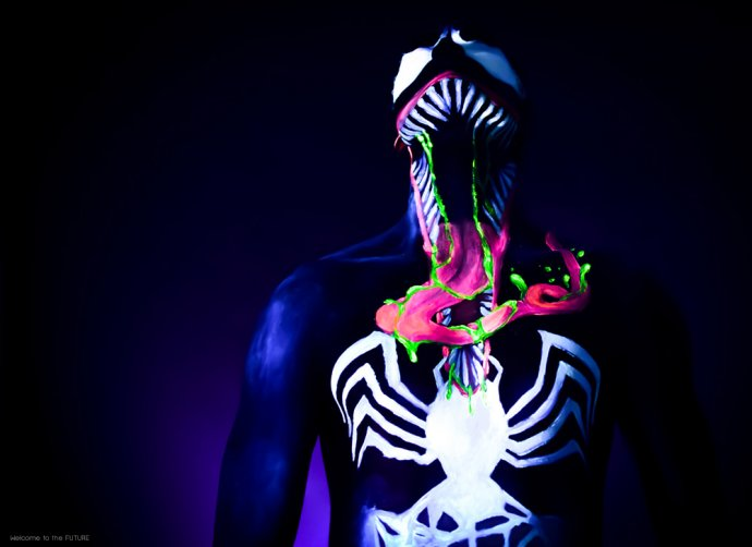 Welcome to the FUTURE project - Blacklight body painting - lumière noire - Bodypainting Photography Venom