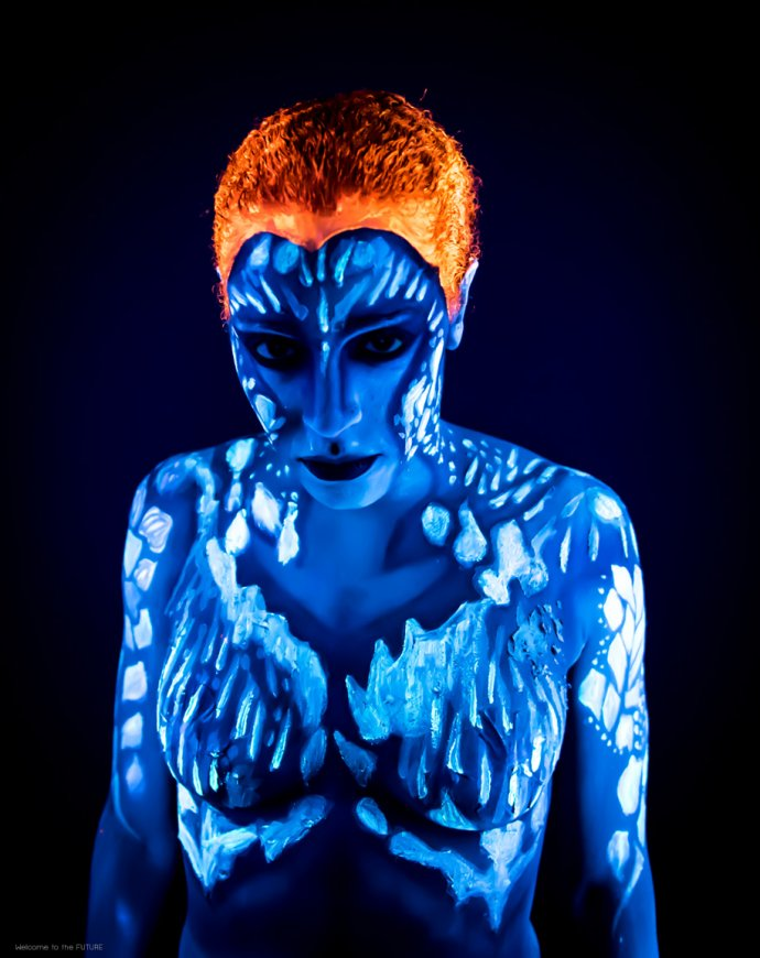 Welcome to the FUTURE project - Blacklight body painting - lumière noire - Bodypainting Photography X-men Raven