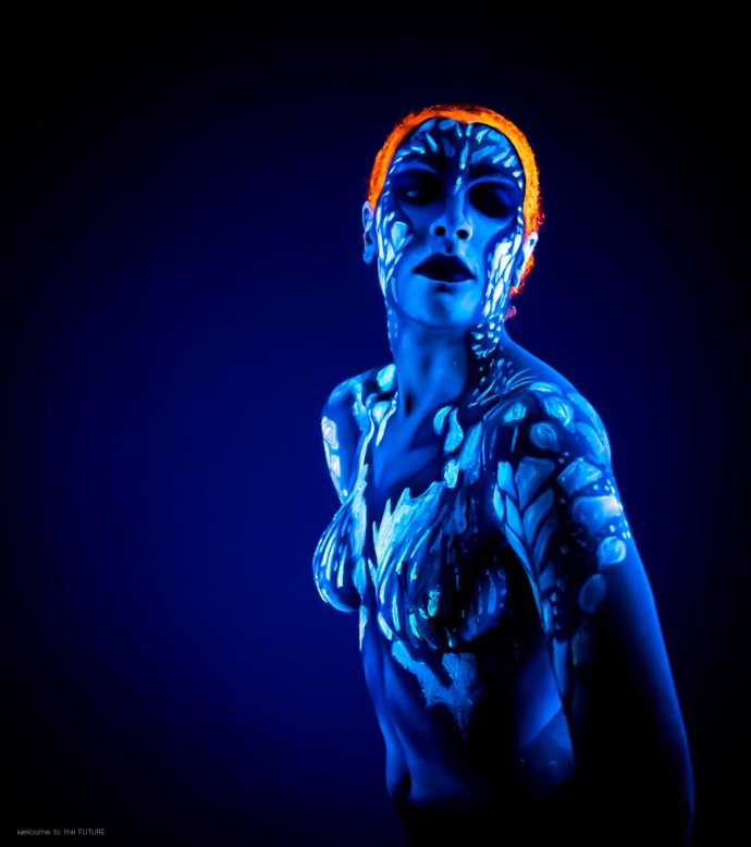 Welcome to the FUTURE project - Blacklight body painting - lumière noire - Bodypainting Photography Raven -men