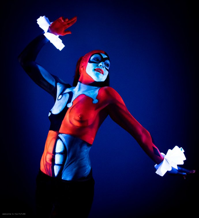 Welcome to the FUTURE project - Blacklight body painting - lumière noire - Bodypainting Photography - Harley Quinn