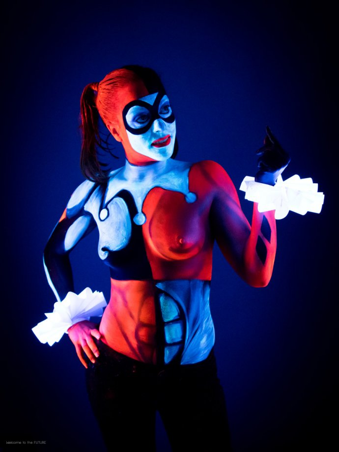 Welcome to the FUTURE project - Blacklight body painting - lumière noire - Bodypainting Photography Harley Quinn